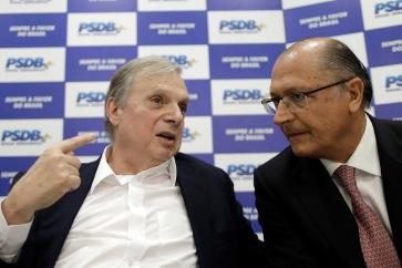 Senator Tasso Jereissati speaks with Governor of Sao Paulo, Geraldo Alckmin during a meeting of the PSDB in Brasilia